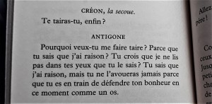A photo of two paragraphs in a book, written in French.